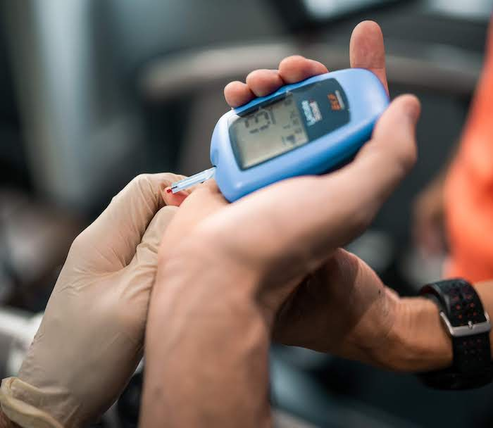 Analyser measuring blood lactate during a lactate test